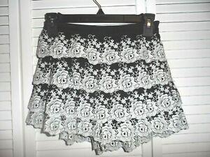 Adorable Gianni Bini size XS black white lace tiered shorts juniors women NWT