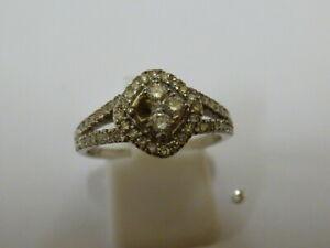 Ladies 9ct White Gold 40pt Diamond Cluster Ring - Size N - Needs stone replacing