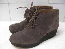 Neues AngebotDamen Clarks Originals Yarra grau taupe Wildleder Knöchel Wüste Stiefel UK 8 D Keil