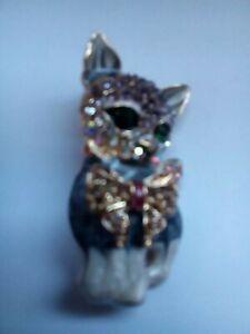 "A Rhinestone Encrusted Broach.  ""The Cat""🌏🇬🇧📲"