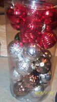 Christmas ornaments set of 30 plastic silver gold copper red 1 green nice assort