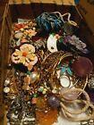 VINTAGE+TO+NOW+MIXED+JEWELRY+LOT.+NECKLACES.BROOCHS.+BRACELETS.+PENDANTS.++
