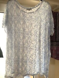 Rogers & rogers Size 30 blue & white floaty sheer patterned top NWOT