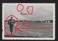 Fallschirmjäger bei der Landung