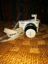 Nikon 1-J1 bianca fotocamera digitale completa con borsa inclusa