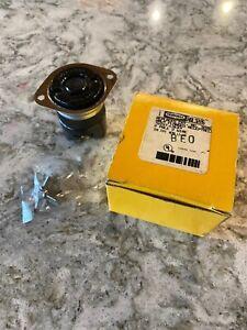 NEW HUBBELL HBL3226 20A Flanged Locking Receptacle 2P 2W TWIST-LOCK L2-20R