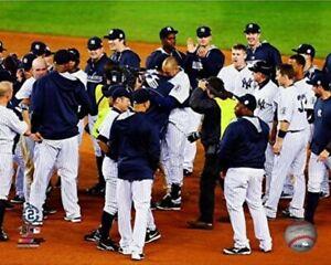 "Derek Jeter New York Yankees Final Game Team Celebration Photo (8"" x 10"")"