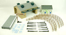 Hornby R8230 TrakMat Accessories Pack 4 - Railway Cottage & Goods Shed -00 Gauge