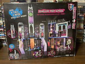 Monster High Deadluxe High School Playset Deluxe Castle