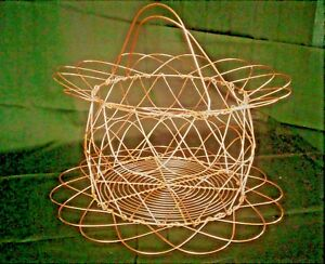 COLLAPSIBLE COPPER WIRE EGG BASKET, ROUND SCALLOPED DESIGN, CAN HANG ON WALL
