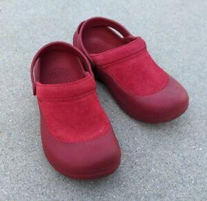 Crocs Troika Women's Red Rubber/Suede Clogs Slip On Comfort Shoes Sz 7 M
