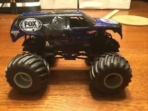 Hot Wheels 1:24 Monster Jam Fox Sports Football 1 Cleatus Die Cast Truck