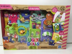 UGLY DOLLS Toy Uglyville Unfolded Main Street Carry Folded Fold And Go Ages 4+