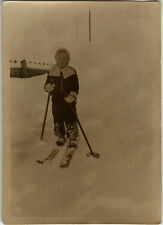 PHOTO ANCIENNE - VINTAGE SNAPSHOT - SPORT SKI ENFANT ÉQUIPEMENT - CHILD SKIING