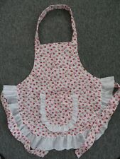 CHILD'S APRON  IN WHITE WITH STRAWBERRIES SIZE 5 - 6 - 7