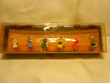 WALTER MERTEN - HO SCALE  - 6 LADIES     MADE IN GERMANY  (E)
