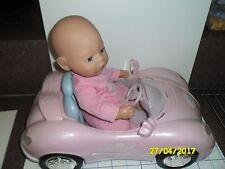 Rosa bebé nacido con batería coche deportivo con llave.