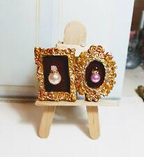 Miniaturas muñecas 1:12. DECORACION. Lote 2. Cuadros perfumes en tonos dorados