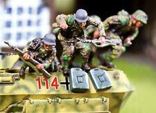 THE COLLECTORS SHOWCASE WW2 GERMAN PANZERGRENADIER CBG021 HANOMAG JUMPERS MIP