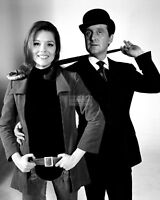 "DIANA RIGG AND PATRICK MACNEE IN ""THE AVENGERS"" - 8X10 PUBLICITY PHOTO (EE-025)"