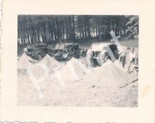 Foto WK2 Fahrzeuge Soldaten Zeltlager Chemery Frankreich France A1.40