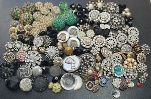 JOB LOT OF ANTIQUE AND VINTAGE BUTTONS