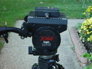 Bogen 3246 tripod with bogen 3066 head quick release plate and bag