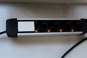 4-fach-Netzleiste, 1,5m U-Silver, ohne Schalter, mit Phasenkontrolleanzeige!