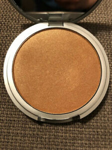 theBalm Betty-Lou Manizer Silky Smooth All-in-One Bronzer, 8.5g/0.3 oz