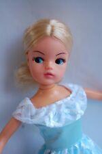 Sindy doll bionda. 2 Gen Ballerina caviglie posa con centro di partizione. PEDIGREE 4