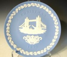 "Wedgwood Jasperware Collector Plate Christmas 1975 ""Tower Bridge"" (600)"