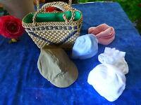 le panier paille des années 60 et les bonnets  de poupon-poupées