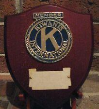 Kiwanis Internationales Mitglied Wandschild Gravierbar Metall auf Holz Neu aus