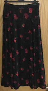 Your's Clothing Red & Black Long floral skirt size 20 With Pockets😀