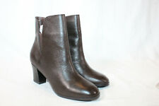Isaac Mizrahi 5 medium brown Leather Booties with Goring