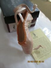 Just The Right Shoe ~ En Pointe