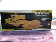 International Harvester TD-25 CRAWLER with SHEEP'S FOOT COMPACTOR, 1/25,Die Cast