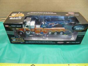 First Gear Metal 1:64 Peterbilt Wrecker 2020 National Toy Truck Construction