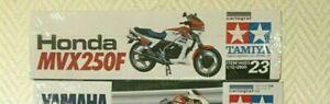 Tamiya moto 1/12 suzuki, honda, yamaha. une moto au choix.