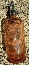 Ancien siphon pour eau de seltz de couleur orange, avec paille en verre, Savoie