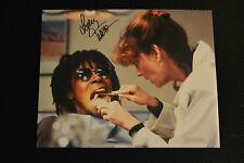 LESLEY ANN WARREN  signed Autogramm 20x25 cm In Person DIE DIEBISCHE ESLTER