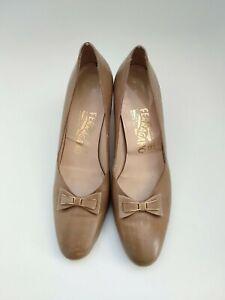 Vintage salvatore ferragamo Beige Tan Leather Mid Heels With Bow EU 37.5 AU 7.5