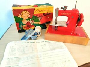 Romance Battery Operated Electric Toy Sewing Machine w/Box & Instructions