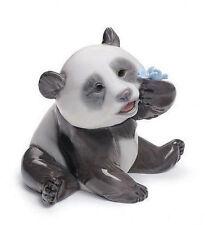 LLADRO Porcelain : A HAPPY PANDA (01008357)