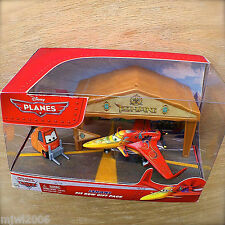 Disney Planes ISHANI PIT ROW GIFT PACK with PITTY tent & flag diecast set INDIA