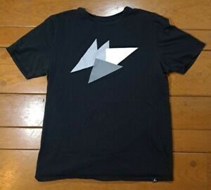 Nike Air Jordan Large Embossed Raised Letter Geometric T-Shirt NBA EUC