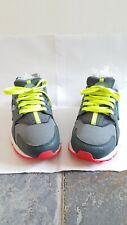 Original /Girls Nike huarache size 5 or eu 38 gray white blue yellow.
