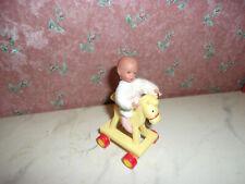 Ältere Caco-Puppe-Biegepuppe+Pferd-Kinderzimmer-Puppenhaus-Puppenstube-ca 1:12