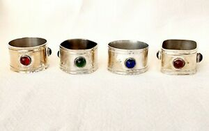 SET OF FOUR ARTS AND CRAFTS PERIOD NAPKIN RINGS.