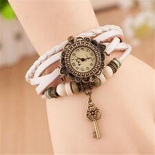 Reloj Pulsera Reino Unido Ladies Aspecto de Cuero Multicapa llave de encanto vintage blanco 8008